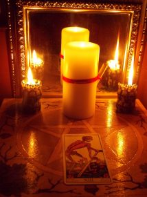 Приворот мужчины на красную свечу