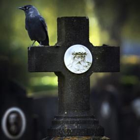 Кому помог приворот на кладбище