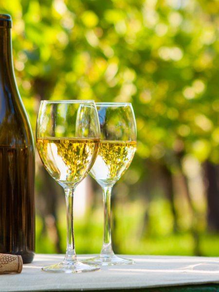 К чему снится пить вино белое