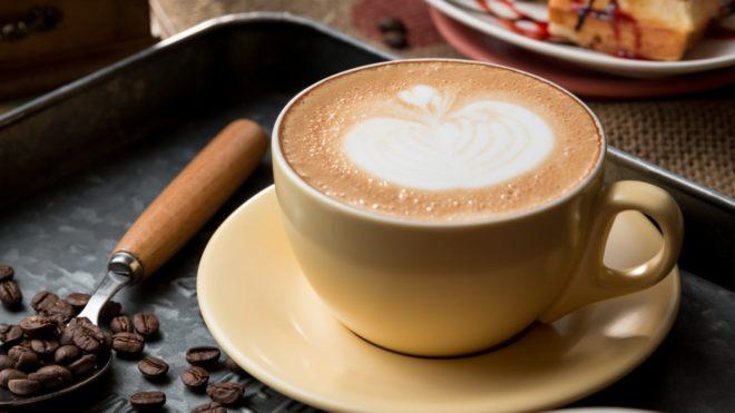 женатый мужчина приглашает на кофе